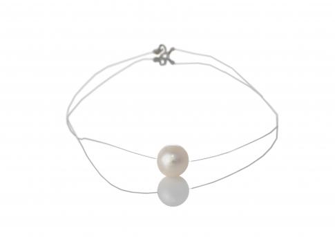 Красива бяла естествена перла на бижутерска корда
