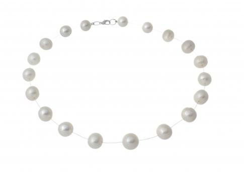 Нежно колие от бели перли на прозрачна нишка