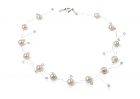 Изящно съчетание от едри и дребни бели естествени перли