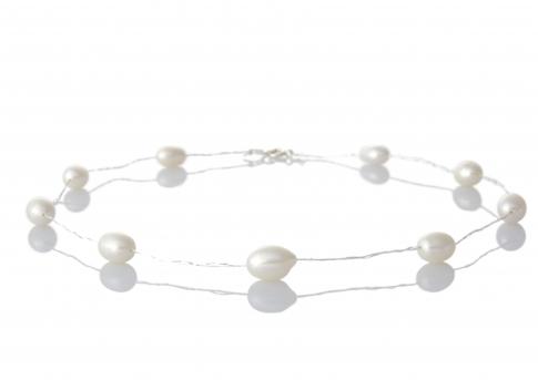 Нежно колие от бели естествени перли с овална форма