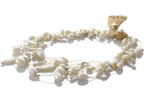 Kолие в съчетание от бели естествени перли в различна форма